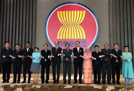 Swiss Assistant State Secretary for Asia-Pacific Raphael Nägeli (8th from left) and ASEAN Deputy Secretary General Hoang Anh Tuan (7th from left) co-chaired the 4th ASEAN-Switzerland Joint Sectoral Cooperation Committee Meeting in Jakarta.