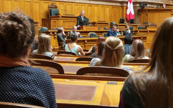 The President of the Swiss Confederation, Didier Burkhalter, speaking in the parliament building before a gathering of young people participating in the coming-of-age celebrations hosted by the City of Bern. © FDFA