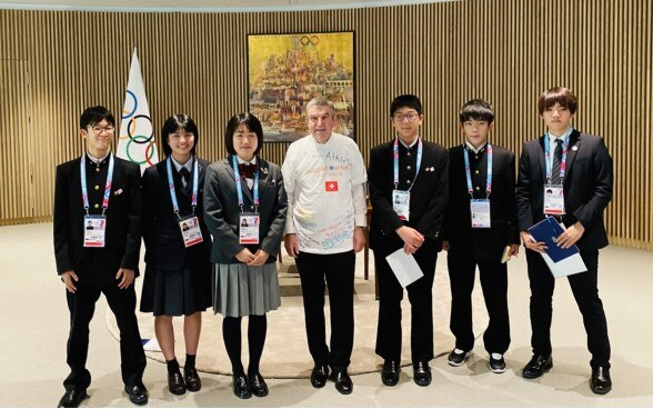 The President of the International Olympic Committee, Mr. Thomas Bach and the six students from the Tohoku region at Olympic house