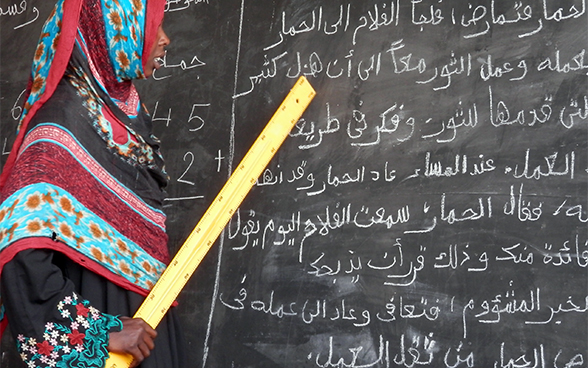 A young mother takes advantage of learning opportunities at the literacy centre in Oum Hadjer in the Batha region of Chad.