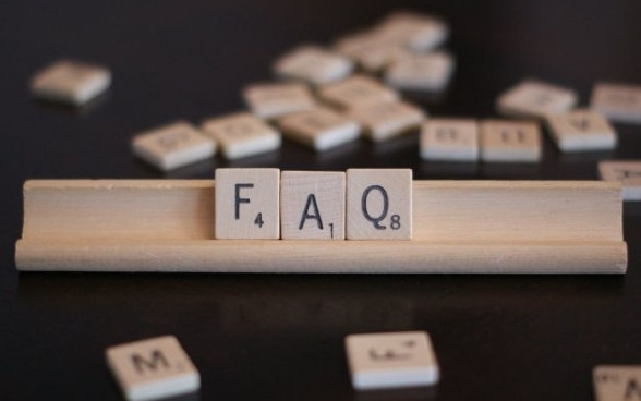 Symbolic image – the letters FAQ on wooden game tiles.