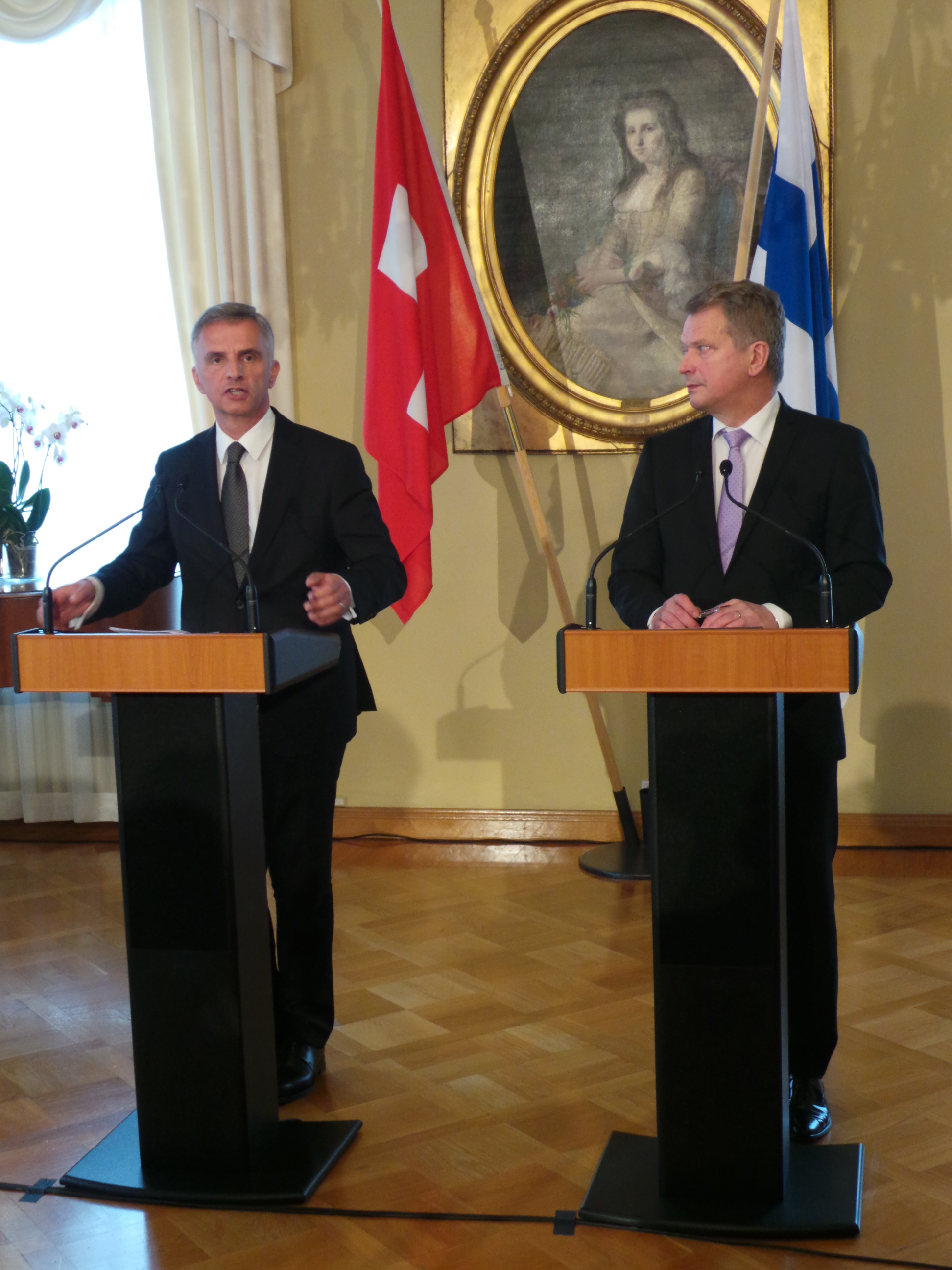 Didier Burkhalter and the Finnish president, Sauli Niinistö, during a press conference.