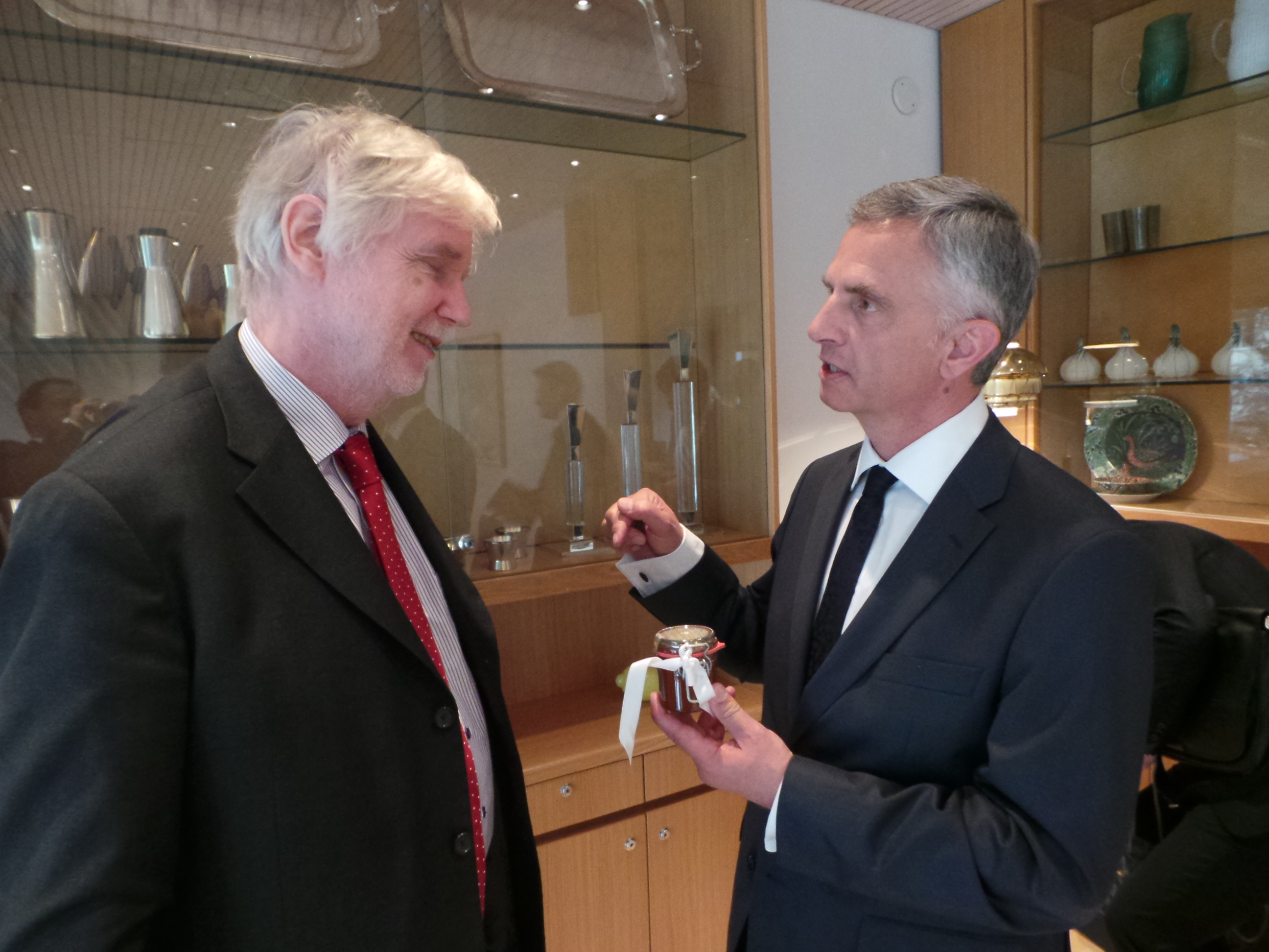 President of the Confederation Didier Burkhalter in discussion with Finnish Minister of Foreign Affairs Erkki Tuomioja.