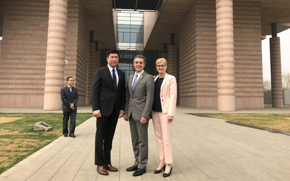 Federal Councillor Ignazio Cassis and his wife Paola Cassis in front of the Tsinghua University Art Museum in Beijing.