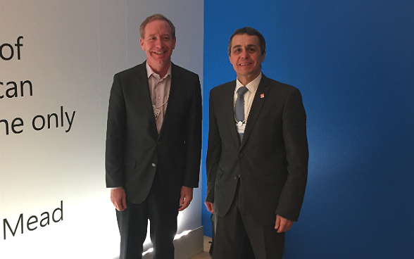 Federal councillor Ignazio Cassis with Brad Smith, President of Microsoft.